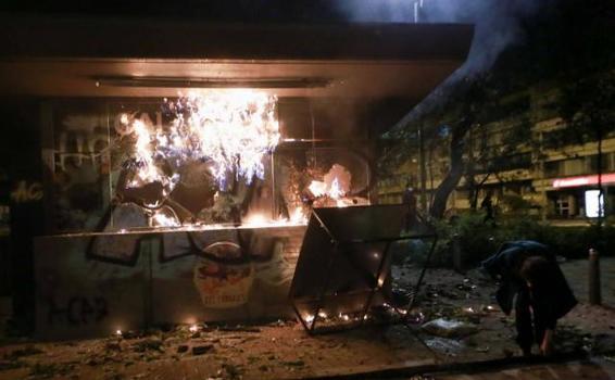 image for Fiscalía investiga 37 armas de policías que estuvieron en protestas