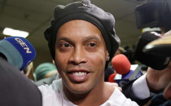 image for Juiz nega pedido de prisão domiciliar para Ronaldinho