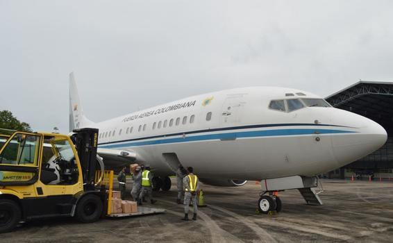 image for 3000 kilogramos de alimentos fueron transportados en el avión presidencial