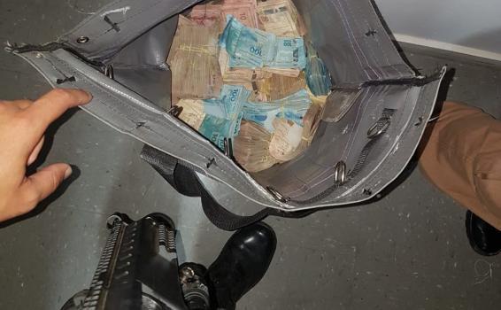 Mochila com dinheiro roubado dentro