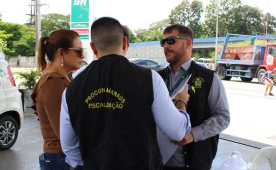 image for Procon Manaus multa 24 postos de combustíveis por aumento abusivo