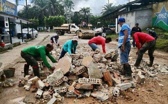 image for Serviço de tapa buraco | Equipe da secretaria de obras