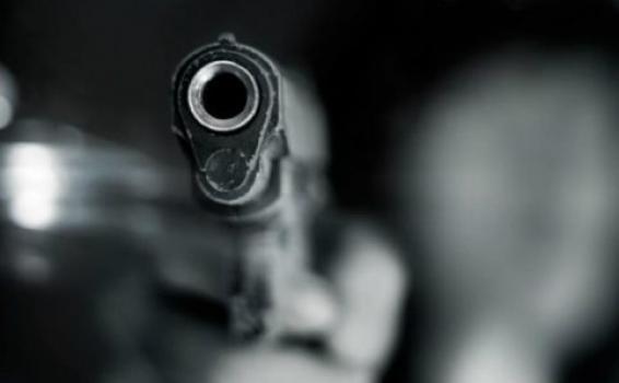 Pessoa com arma