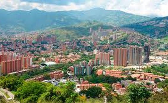 image for Agencias de viajes volvieron a abrir en Medellín