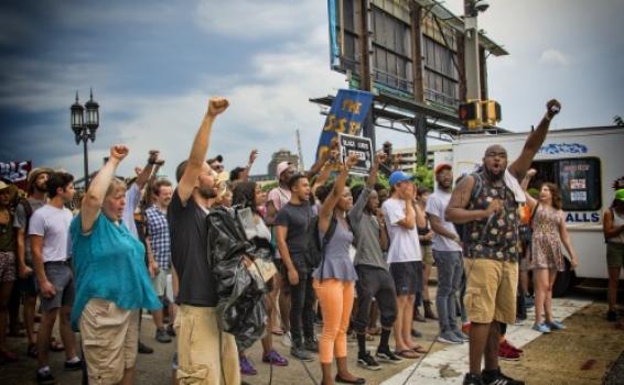 Personas en una calle de Nicaragua en manifestaciones