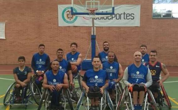Deportistas de baloncesto en silla de ruedas