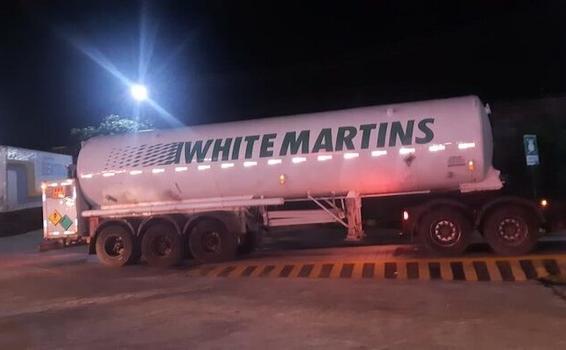 image for Carga extra de 50 mil metros cúbicos de oxigênio desembarca em Manaus