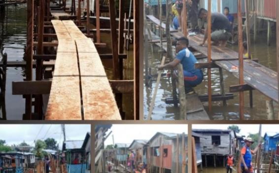 Pessoas passando por ponte de madeira