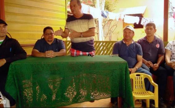 Prefeito Saul em reunion com os moradores da Rua Noemia Garzon