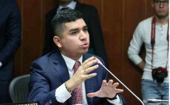 Ministro de vivienda en intervencion en comision del senado