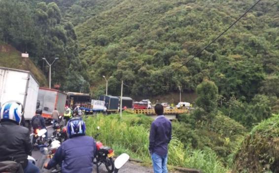 image for Ocupantes de 30 vehículos en la ruta Medellín fueron asaltados