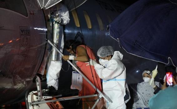 Oito pacientes com Covid-19 são transferidos de Tabatinga para Manaus