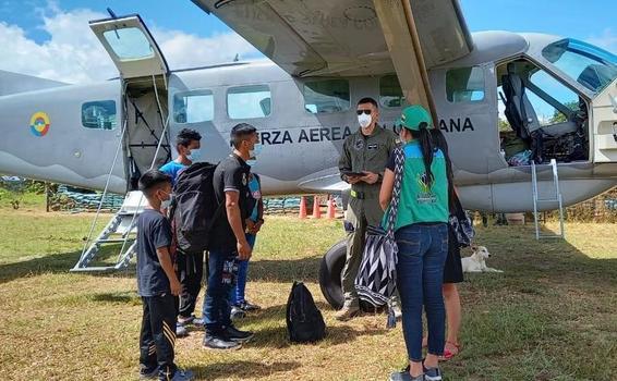 Amazonenses en condiciones de vulnerabilidad, fueron trasladados por su Fuerza Aérea Colombiana