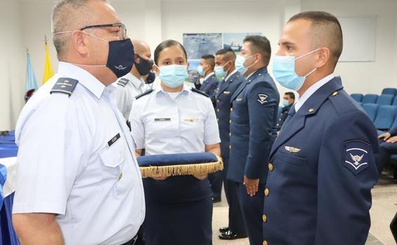 Ascenso de suboficiales de su Fuerza Aérea Colombiana en el GAAMA