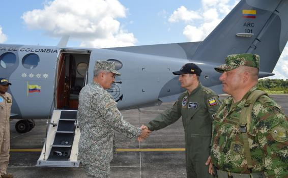 Comandante de la Armada Nacional visita el Grupo Aéreo del Amazonas