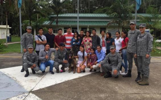 """Con """"Así se va a las Alturas"""" jóvenes del Amazonas conocen las capacidades de la FAC"""