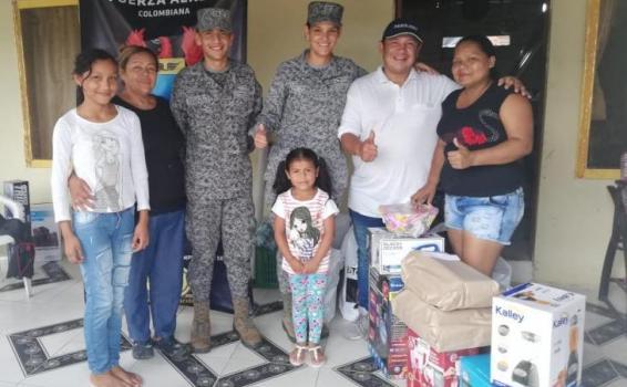 Fuerza Aérea Colombiana regala sonrisas a madres del Amazonas