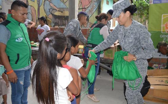 120 niños del Amazonas fueron beneficiados por la Fuerza Aérea Colombiana
