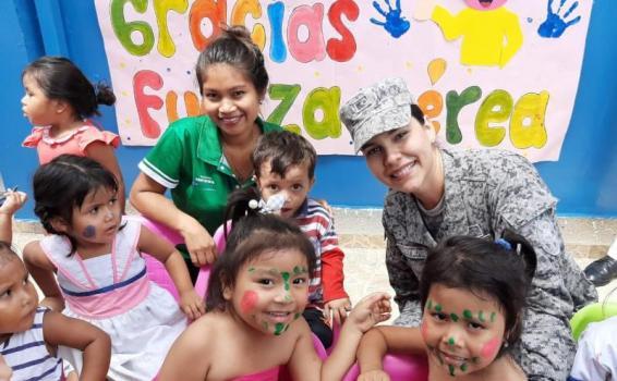 """Programa """"Plan Corazón Amigo"""" de la Fuerza Aérea Colombiana benefició a 100 niños en el Amazonas"""