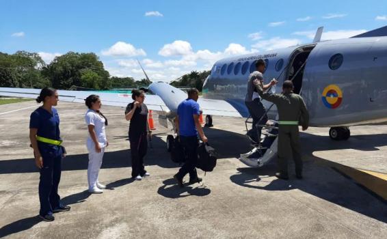 Paciente en delicado estado de salud es transportado por la Fuerza Aérea Colombiana en el Amazonas