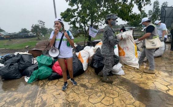 Jornada de recolección de residuos sólidos fue apoyada por su Fuerza Aérea Colombiana en el sur del país