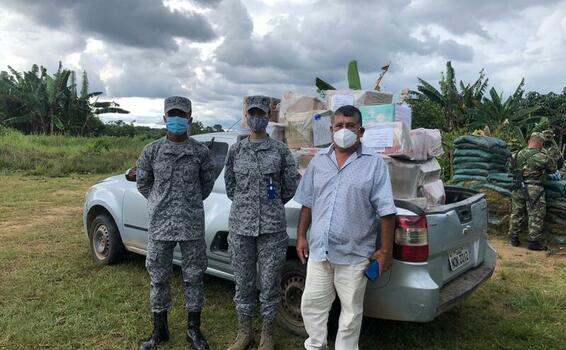 Comunidades del Amazonas son beneficiados con Kits Escolares, gracias a la Fuerza Aérea Colombiana