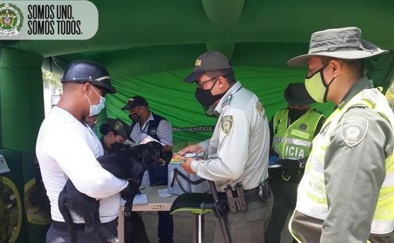POLICÍA EN LETICIA REALIZÓ JORNADA DE VACUNACIÓN Y DESPARASITACIÓN PARA CANINOS Y FELINOS
