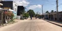 Calle de Leticia recorriendose en moto
