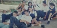 Personas en foto del recuerdo del 2000