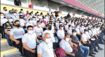image for Policías de Iquitos son inoculados contra el COVID-19