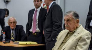 Personas en una sala judicial en Argentina