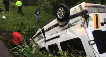 Carro accidentado en la Calarca-Ibague