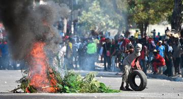 Personas en manifestaciones en Haiti