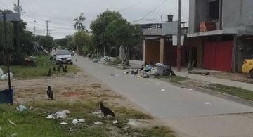 image for Calle de Leticia inundada de basura
