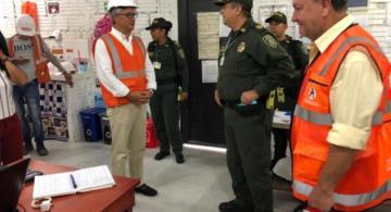 Viceministro y Comandante de policia en una oficina