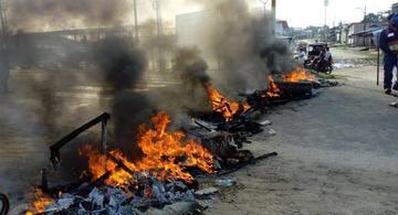 image for Pobladores del A H Progreso bloquean avenida participación