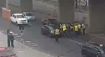 image for Taxista informal huye de operativo y deja herida a mujer