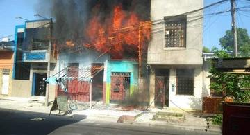 image for Incendio deja en la calle a familia