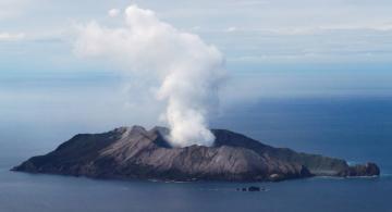 image for Erupción del volcán Whakaari  deja al menos 20 muertos