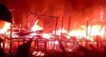 Imagen de una casa incendiandose