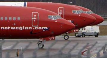 Avios estacionados en un aeropuerto del mundo
