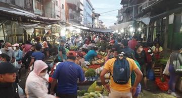 image for Ciudadanos continúan abarrotando el mercado Belén