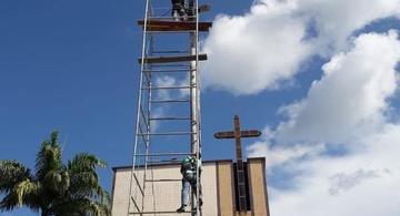 image for Instalação da iluminação pública nos postes da praça da Igreja