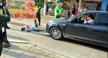 Policia en las calles de la ciudad en campañas