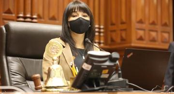 image for Presidenta del Congreso responde a críticas a la nueva Ley Agraria