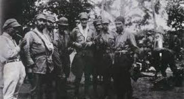 Militares en una foto a blanco y negro
