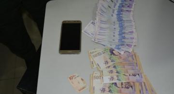 Dinero en una mesa