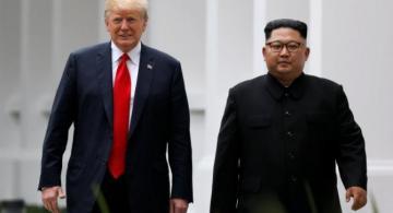 Presidente Trump y  Moon Jae-in caminando juntos