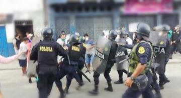 image for Vendedores y policías se enfrentan en el mercado de Belén