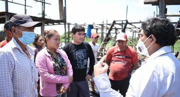 image for Damnificados de incendio reciben a Alcalde de San Juan Bautista